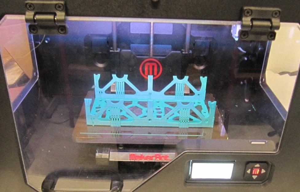 Metade da estrutura lateral  do ISTnanosat em plástico (impressão 3D)