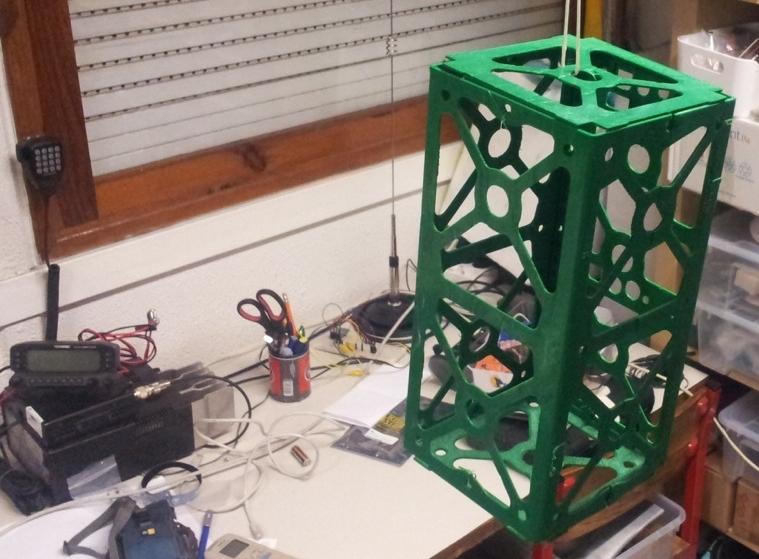 ISTnanosat - estrutura em plástico montada.